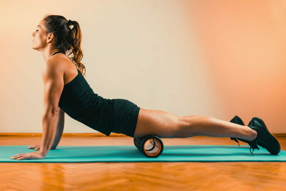 woman doing front of thigh mobility drill